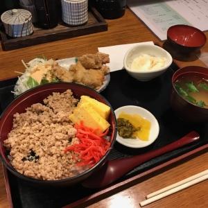 鶏そぼろ丼に竜田揚げ(週替わりランチ)
