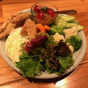 彩り野菜とトマト風味の肉味噌ディップ