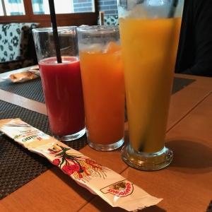 ブラッドオレンジジュース(580円、すべて税抜価格)、明浜みかんのカクテル(680円)、明浜みかんジュース(580円)