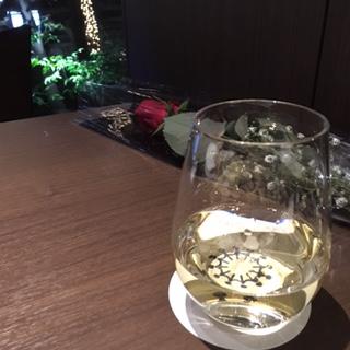 スパークリングワインと薔薇
