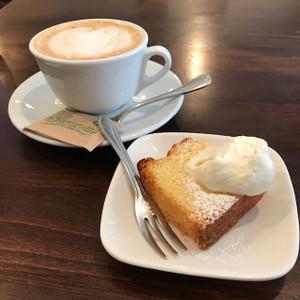 食後のドルチェとカフェラテ