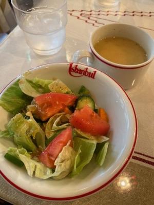 サラダとレンズマメのスープ