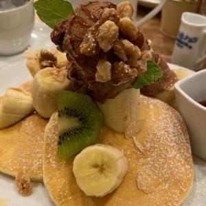 塩キャラメルとナッツのバナナパンケーキ